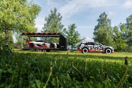 Audi e-Tron стал буксировщиком для концепта Vision Gran Turismo