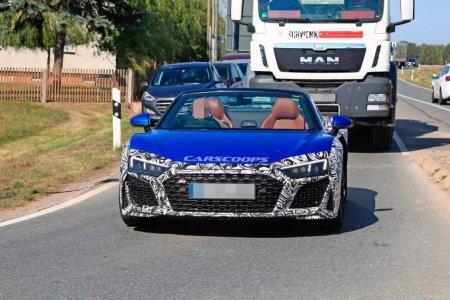 2019 Audi R8 Spyder с открытым верхом попал в объективы фотошпионов