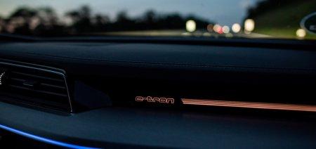 Audi представят в Лос-Анджелесе электрический лифтбек e-tron и кроссовер RS Q8